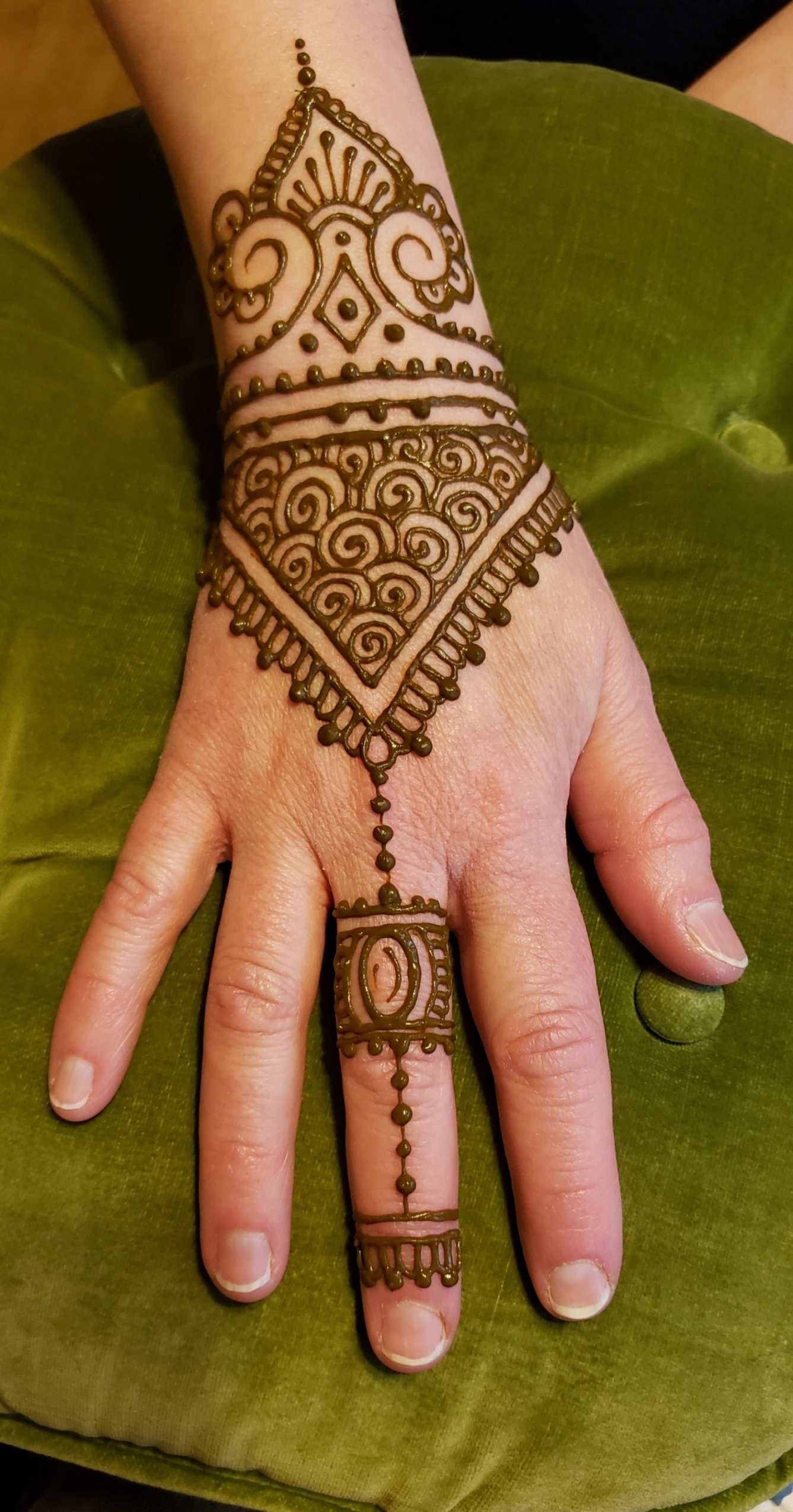 115 Eye-Catching Henna Tattoo Design Ideas For Special