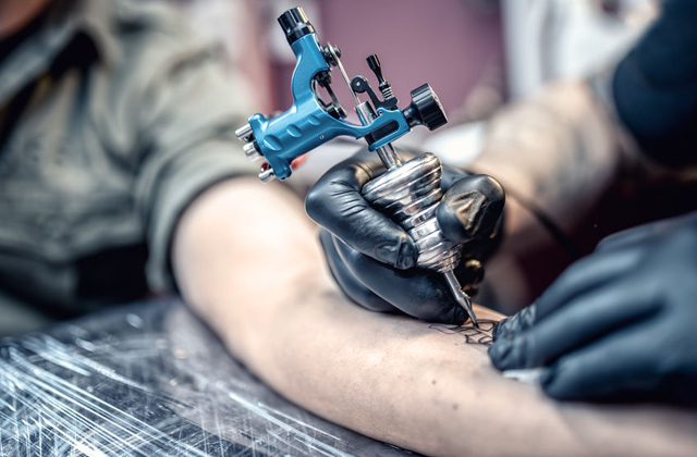 What are the tools that must included in tattoo kits