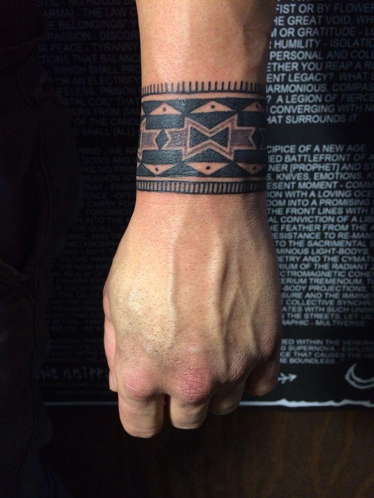 Tribal tattoos unterarm