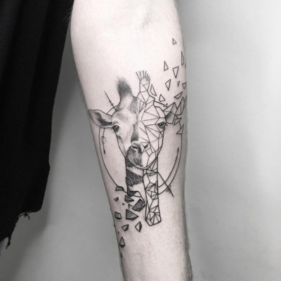 Most common animal giraffe tattoo ideas