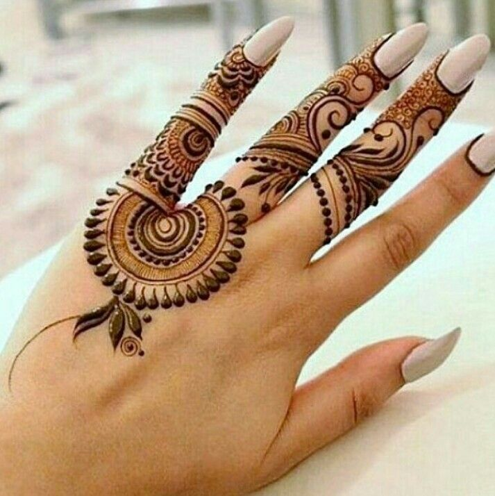 Elegant look traditional henna tattoo design ideas